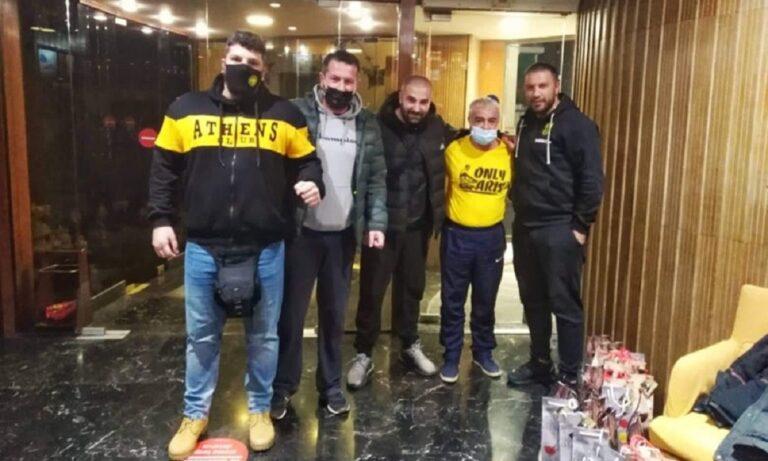 Άρης: Οπαδοί στο ξενοδοχείο της αποστολής, τι δώρο πρόσφεραν σε Μάντζιο και παίκτες