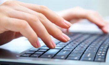 Επιδότηση 200 ευρώ για tablet, laptop: Πότε ξεκινούν οι αιτήσεις, ποιοι οι δικαιούχοι