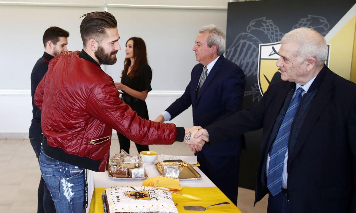 Μελισσανίδης: «Οποιος δεν ανανεώνει, μένει εκτός ομάδας» -Τι θα γίνει με Λιβάια