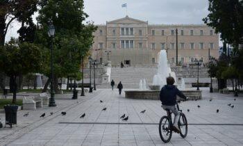 Κορονοϊός: ΟΡΙΣΤΙΚΟ! Ανοιχτά τα σχολεία - Κλειστά μαγαζιά και απαγόρευση μετά τις 6 το Σαββατοκύριακο - Click away τις καθημερνές