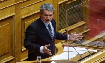 ΠΑΣΟΚ: Ξεκίνησε η μάχη για την ηγεσία με τον Ανδρέα Λοβέρδο να παίρνει αποστάσεις από την πρόεδρο του Κινήματος Αλλαγής.