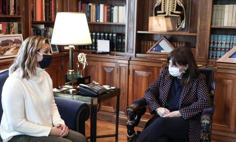 Συνάντηση Μπεκατώρου με Σακελλαροπούλου (vid)