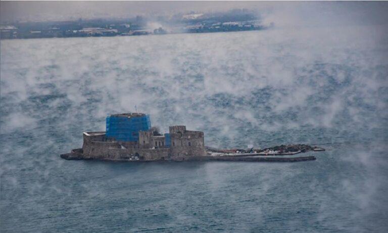 Ναύπλιο: «Έβρασε» η θάλασσα – Τι είναι το φαινόμενο sea smoke (pics)