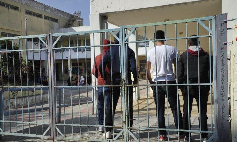 Σχολεία: Απομακρύνεται το ενδεχόμενο να ανοίξουν Γυμνάσια και Λύκεια τη Δευτέρα