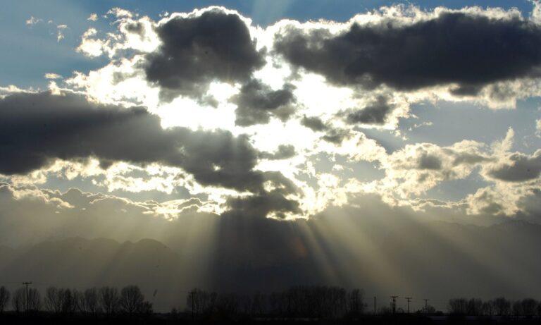 Καιρός 22/1: Βροχές στα δυτικά και το Αιγαίο, συννεφιά στην υπόλοιπη χώρα