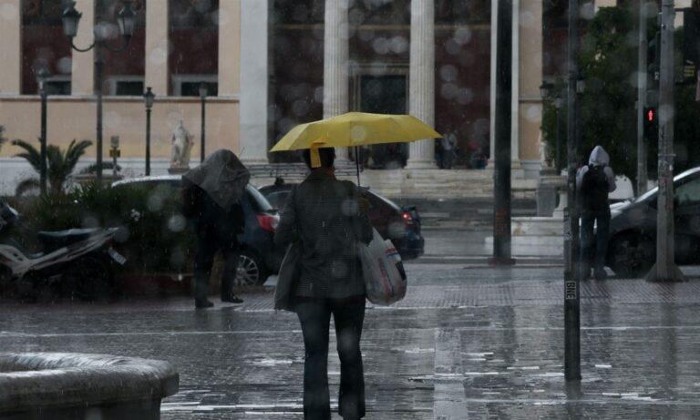 Καιρός 12/1: Βροχές και πτώση της θερμοκρασίας!