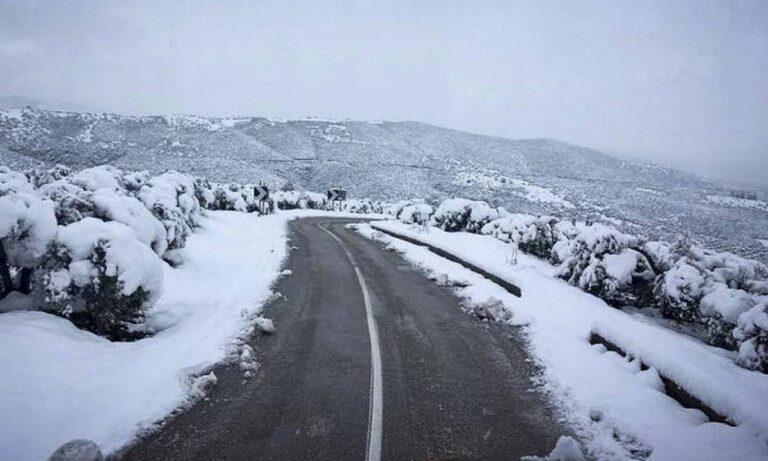«Λέανδρος»: Χιόνι και κρύο στην Κεντρική Ελλάδα - Χιονίζει και στα ορεινά της Αττικής