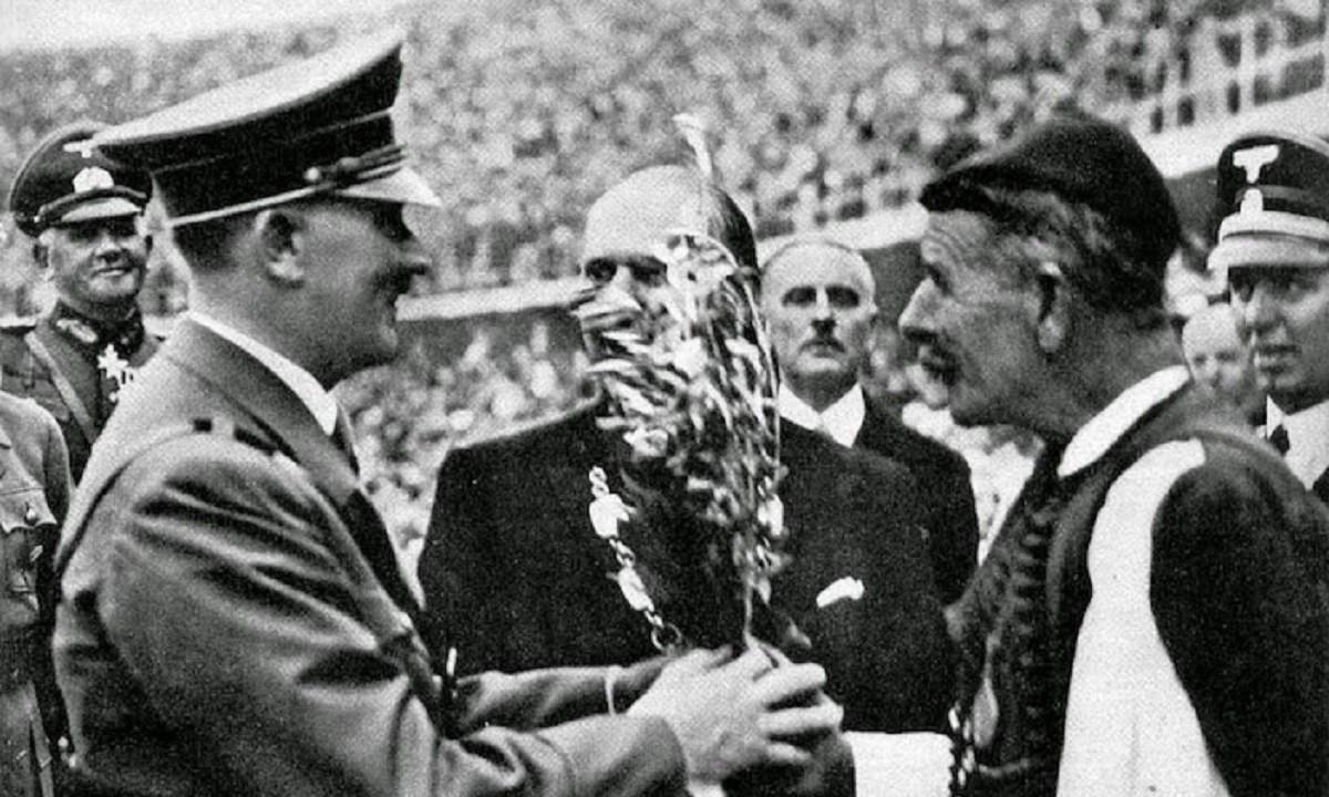 Στους Ολυμπιακούς Αγώνες του 1936 στο Βερολίνο ο Σπύρος Λούης ήταν επίσημος προσκεκλημένους του Αδόλφου Χίτλερ. Και περιέγραψε τη φιλοξενία