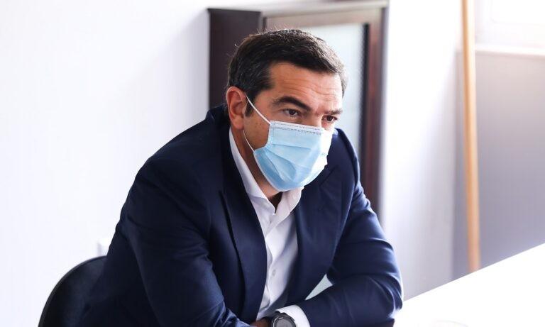 Τσίπρας: «Ο Πρωθυπουργός γράφει στα παλιά του τα παπούτσια τη δημόσια υγεία»