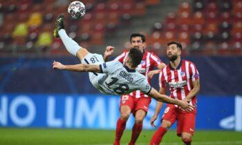 Ο Ολιβιέ Ζιρού ανήκει σε αυτό το σπάνιο είδος ποδοσφαιριστή που δεν ξέρεις πού ακριβώς πρέπει να κατατάξεις.