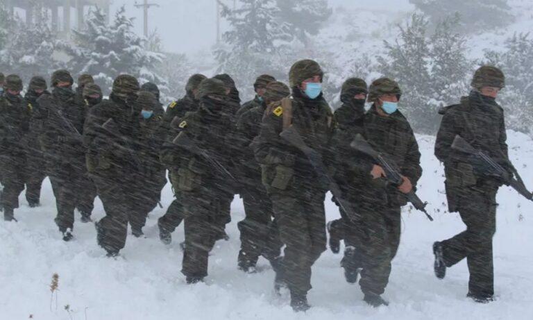 Σχολή Ευελπίδων: Εντυπωσιακές εικόνες από στρατιωτική άσκηση μέσα στα χιόνια (pics)