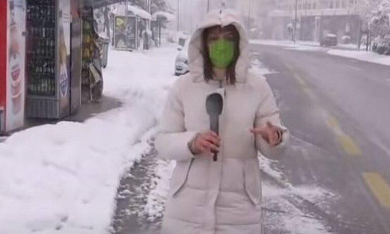 «Επίθεση» σε δημοσιογράφο του ΣΚΑΪ με χιονόμπαλες