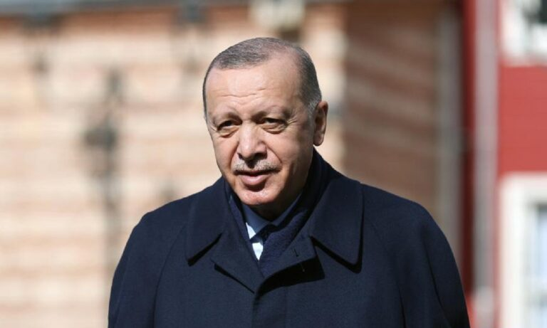 Ερντογάν: Απίστευτο! Δείτε την συνοδεία του για να πάει σε ένα τζαμί