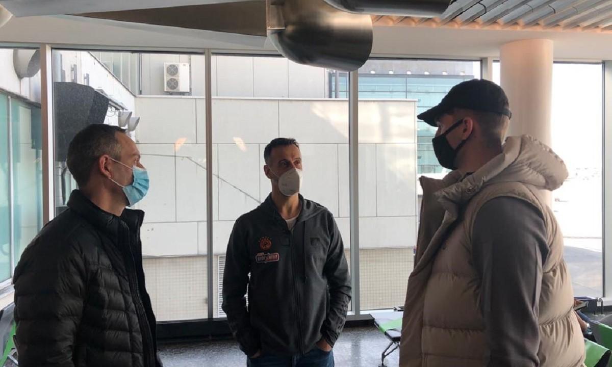 Χεζόνια: Συνάντησε συμπαίκτες και Κάτας στο αεροδρόμιο της Φρανκφούρτης (pic)
