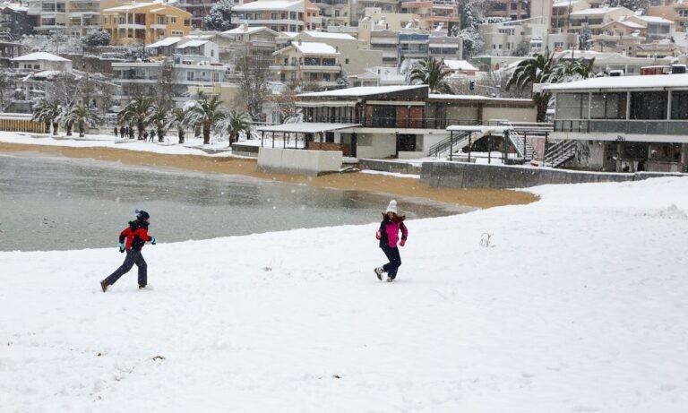 Σε εξέλιξη η κακοκαιρία Μήδεια – Χιονοπτώσεις και πολικές θερμοκρασίες (vid)