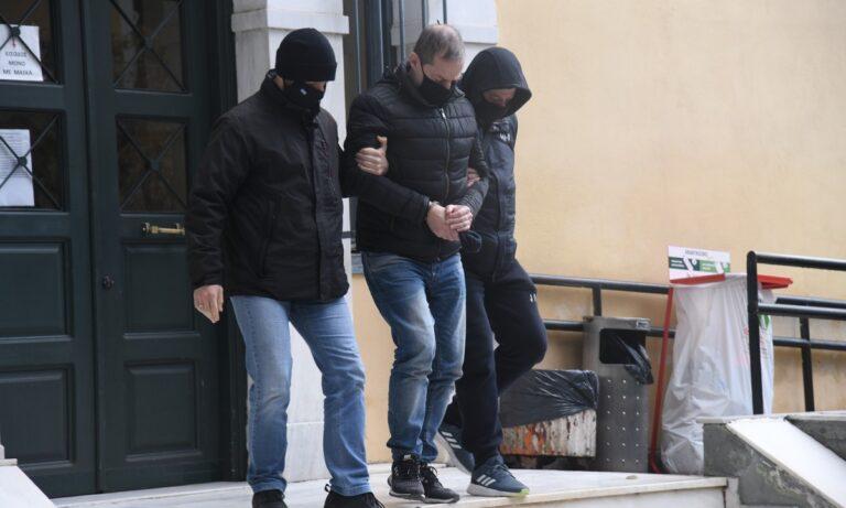 Ο Δημήτρης Λιγνάδης πήρε προθεσμία από τον Εισαγγελέα για να απολογηθεί ενώπιον ανακριτή και αρνείται την κατηγορία του βιασμού κατά συρροή