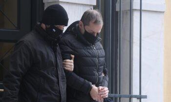 Δημήτρης Λιγνάδης: Σοκάρουν οι μαρτυρίες γειτόνων του σκηνοθέτη-ηθοποιού ο οποίος έχει προφυλακιστεί για σεξουαλική κακοποίηση.
