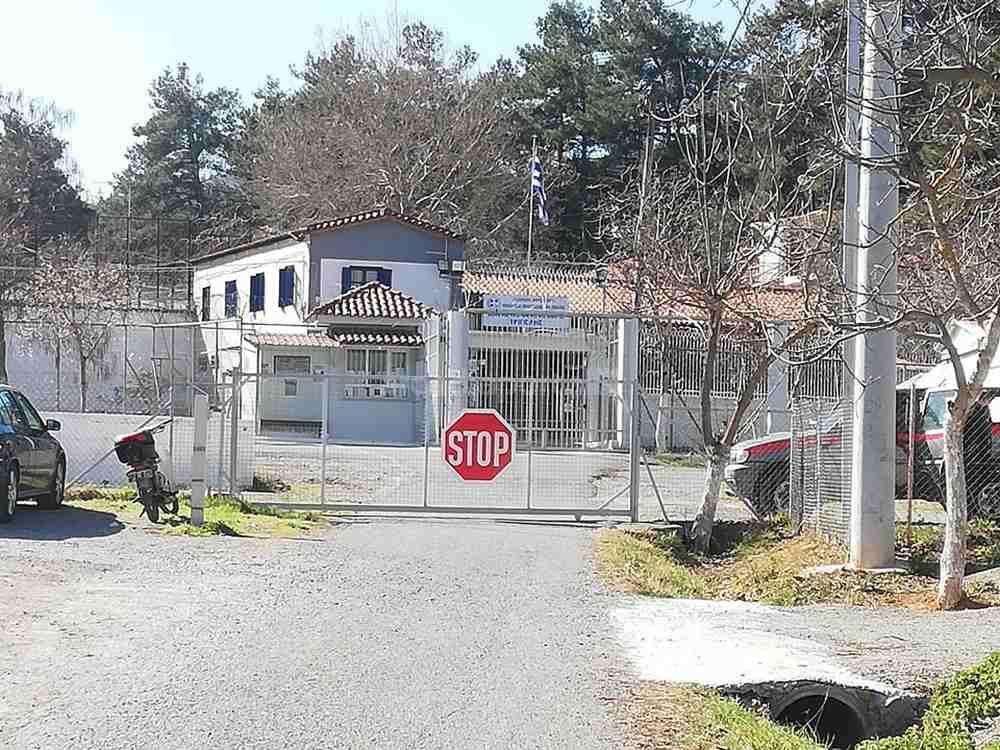 Ο Δημήτρης Λιγνάδης έφτασε στις φυλακές Τρίπολης το μεσημέρι της Παρασκευής (26/2), όπως αναμενόταν, συνοδεία ισχυρής αστυνομικής δύναμης.