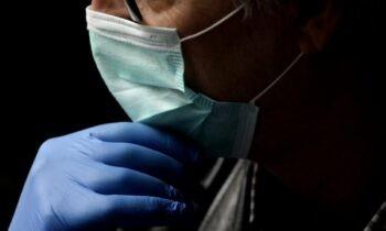Κορονοϊός: Έρχεται η διπλή μάσκα! Προετοιμάζουν το έδαφος