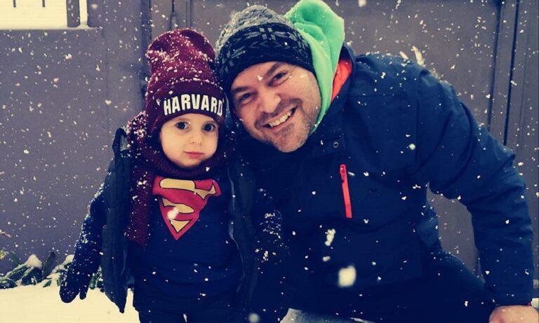 Παναγιώτης Ραφαήλ: Μια πολύ όμορφη και γεμάτη συναισθήματα φωτογραφία του μικρούλη που αντιμετώπισε πρόβλημα υγείας, μέσα στα χιόνια.