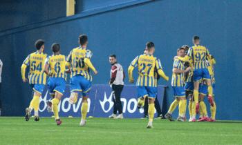 Νίκη στη Λάρισα, ποτέ σε επίπεδο Super League ο Παναιτωλικός. Με τις γνωστές απουσίες στο... τελικό του Αλκαζάρ τα «καναρίνια».