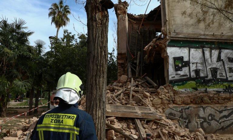 Πατησίων: Μέρος κτιρίου κατέρρευσε το μεσημέρι του Σαββάτου (20/2) στη συμβολή των οδών Πατησίων και Σαρανταπόρου.Στο σημείο η Πυροσβεστική.