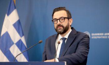 Ο Χρήστος Ταραντίλης υπέβαλλε πριν λίγο την παραίτησή του από τη θέση του υφυπουργού και κυβερνητικού εκπροσώπου.