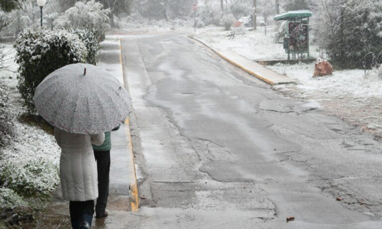 Καιρός (17/2)- Αρναούτογλου: Μέχρι πότε θα συνεχιστούν οι χιονοπτώσεις- Τι ισχύει για την Αττική