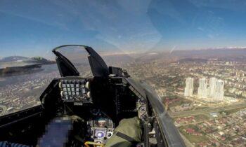 Ένοπλες δυνάμεις: Μετά από σχετικό αίτημα των Σκοπίων προς την ελληνική πλευρά τρία Μαχητικά αεροσκάφη F-16 πέταξαν άνωθεν των Σκοπίων.