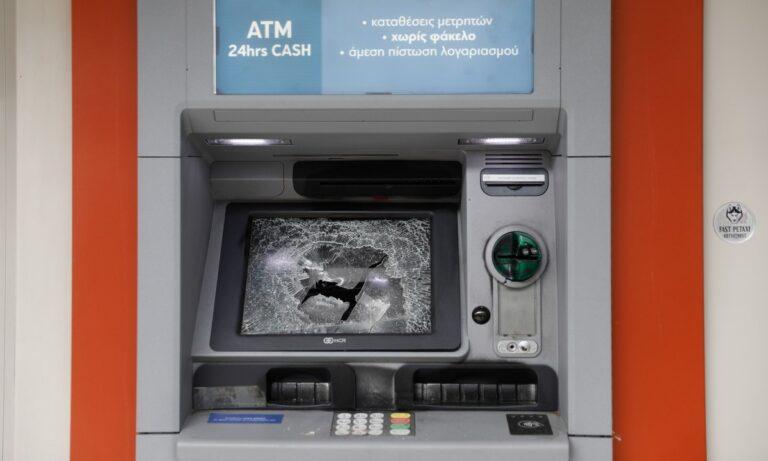 Αθήνα: Άλλη μία νύχτα με μπαράζ επιθέσεων σε ATM και αυτοκίνητα