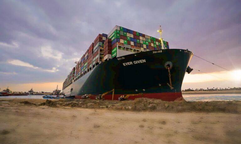 Διώρυγα του Σουέζ: Ξύπνησε η καταρα του Φαραώ και χτύπησε το πλοίο που κόλλησε;