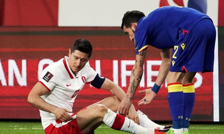 Ρόμπερτ Λεβαντόφσκι: Η Μπάγερν «βράζει» με τους Πολωνούς για τον τραυματισμό του «μπόμπερ» της, ο οποίος χάνει τα ματς με την Παρί Σεν Ζερμέν