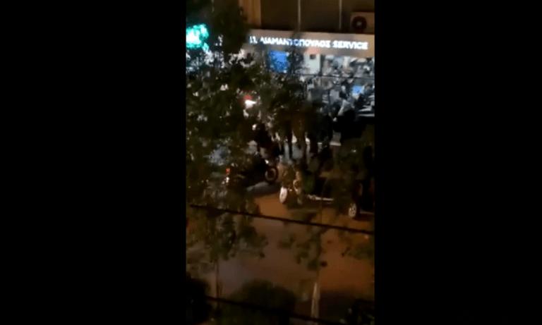 Νέα Σμύρνη – Επεισόδια: Σοκαριστική επίθεση ομάδας αστυνομικών σε ακινητοποιημένο πολίτη (vid)