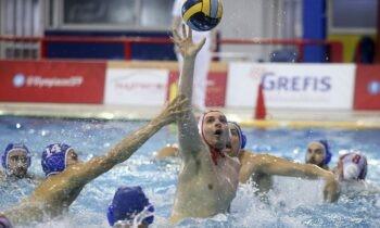 Ο Ολυμπιακός επικράτησε άνετα του Εθνικού στην πειραϊκή κόντρα που άνοιξε την αυλαία της 7ης αγωνιστικής του πρωταθλήματος υδατοσφαίρισης της Α1 Ανδρών, το οποίο επανεκκίνησε (για δεύτερη φορά) μετά από περίπου έναν μήνα.