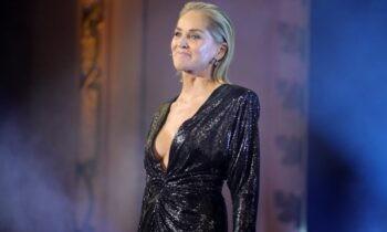 Η Σάρον Στόουν αποκάλυψε ότι ένας χειρουργός της μεγάλωσε το στήθος κατά τη διάρκεια μιας επέμβασης χωρίς τη συγκατάθεσή της.