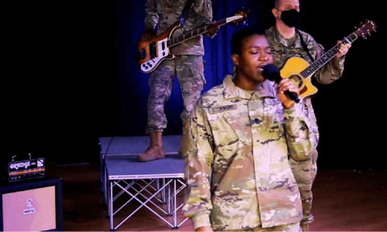 25η Μαρτίου – Εκπληκτικό: Ο «Χορός του Ζαλόγγου» στα ελληνικά από τη μπάντα του Αμερικανικού στρατού!