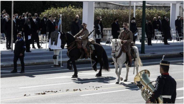 Άλογο της παρέλασης έκανε την… ανάγκη του μπροστά στους επισήμους! (pics)