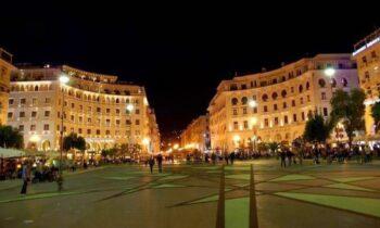 Θεσσαλονίκη: Γυναίκα κυκλοφορούσε γυμνή... στο κέντρο της πόλης!