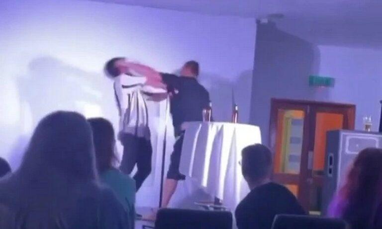 Αυστραλία: Stand-up comedian γρονθοκοπήθηκε σε live show! (vid)
