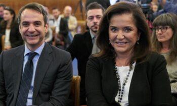 «Εμένα δεν θα με κρατήσει κανένας να μην πάω το Πάσχα στην Κρήτη», είπε η Ντόρα Μπακογιάννη, όταν κλήθηκε να απαντήσει για τα μέτρα χαλάρωσης με ορίζοντα το Πάσχα.