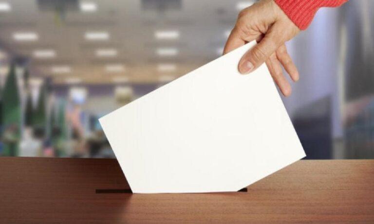 Απίστευτο: «Έγκλημα» να δίνεται νερό και τροφή σε όσους περιμένουν να ψηφίσουν