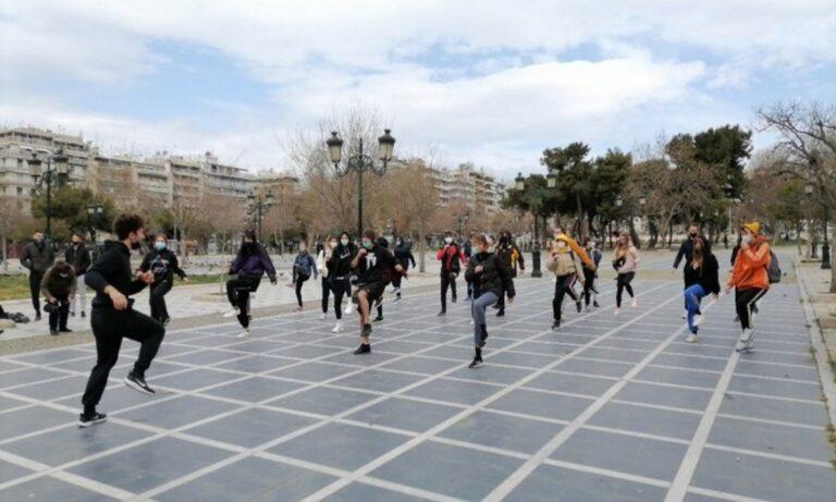 Θεσσαλονίκη: Διαμαρτυρία με γυμναστική από αθλητές και φοιτητές ΤΕΦΑΑ του ΑΠΘ (vid)