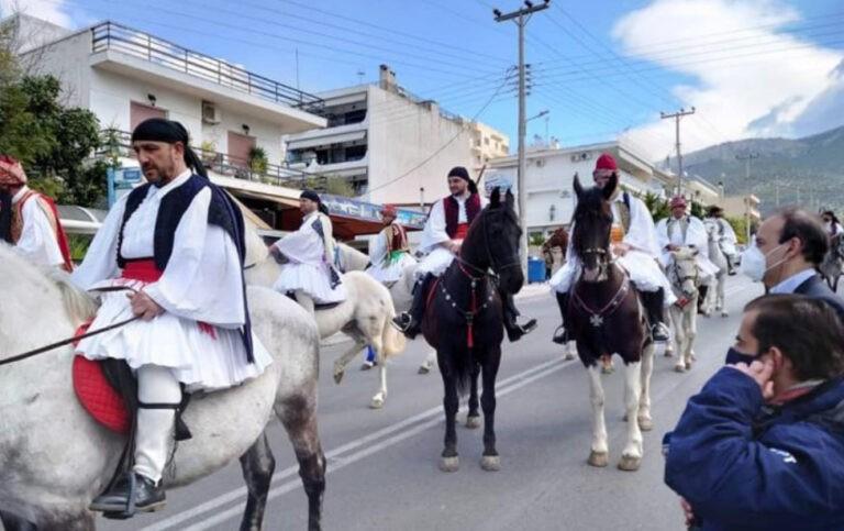 Γλυφάδα : «έριξε» το Twitter η παρέλαση με τους τσολιάδες