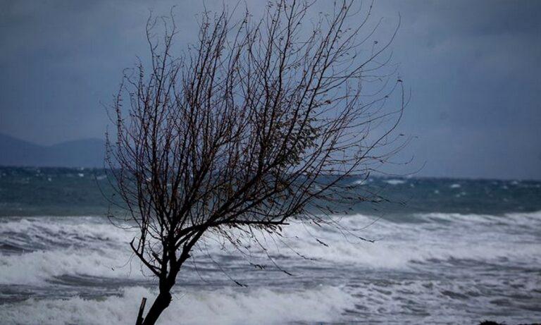 Καιρός Καθαρά Δευτέρα: «Καμπανάκι» για ακραία φαινόμενα με θυελλώδεις ανέμους!