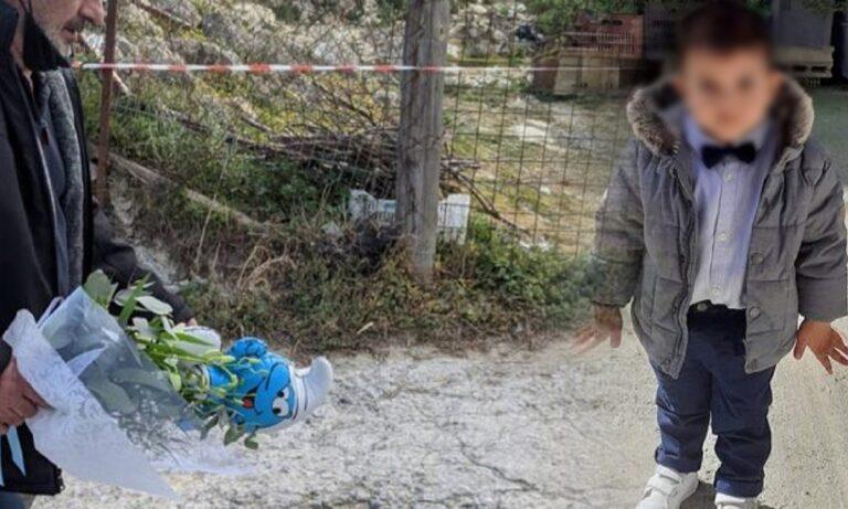 Κρήτη: Σπαραγμός στην κηδεία του μικρού Ζαχαρία – Τα λουλούδια με τα στρουμφάκια που του άρεσαν (vids+pics)