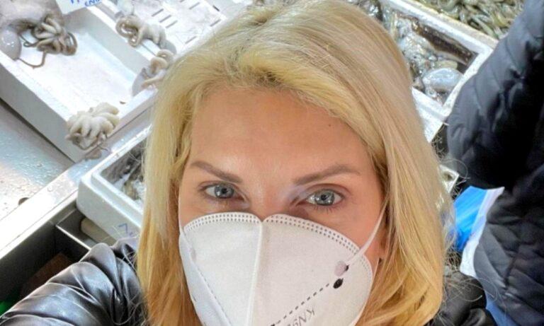 Η Ελένη Μενεγάκη επισκέφθηκε τη Βαρβάκειο Αγορά το πρωί της Κυριακής ενόψει της Καθαράς Δευτέρας προκάλεσε αντιδράσεις στα social media.