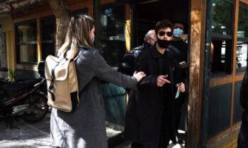 Μένιος Φουρθιώτης: Συνέλαβαν δημοσιογράφο του Documento που τράβηξε φωτογραφία την αστυνομική του συνοδεία