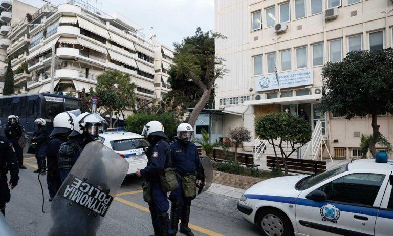 Οπαδοί Ολυμπιακού, ΑΕΚ και Πανιωνίου στη Νέα Σμύρνη κατά της αστυνομικής βίας!