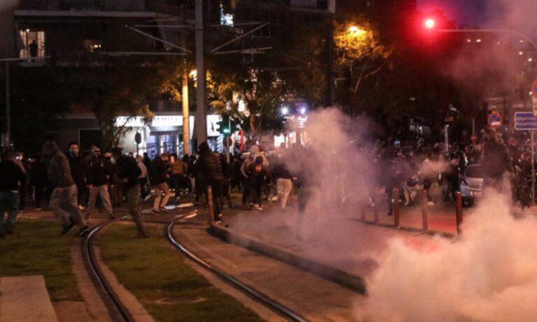 Νέα Σμύρνη: Η αστυνομία διαλύει με χημικά την πορεία ενάντια στην καταστολή της πλατείας (vid)