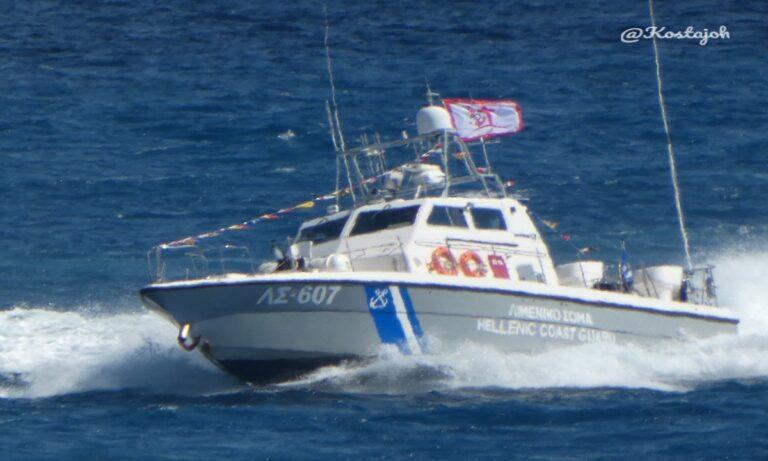 200χρονια: Ανατριχίλα – Στολισμένα με σημαίες της επαναστάσης τα πλοία του Λιμενικού
